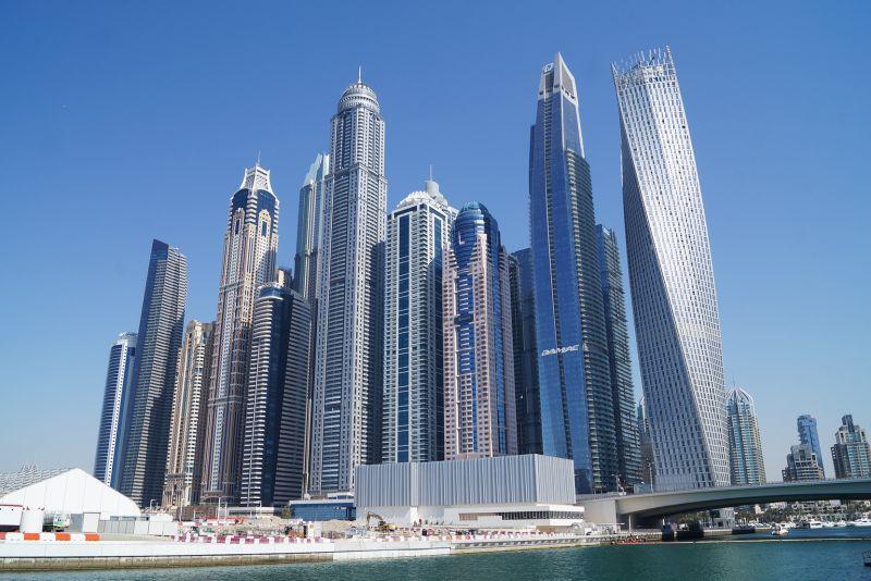 DUBAI: HOTELS, RESTAURANTS, SHOPPING